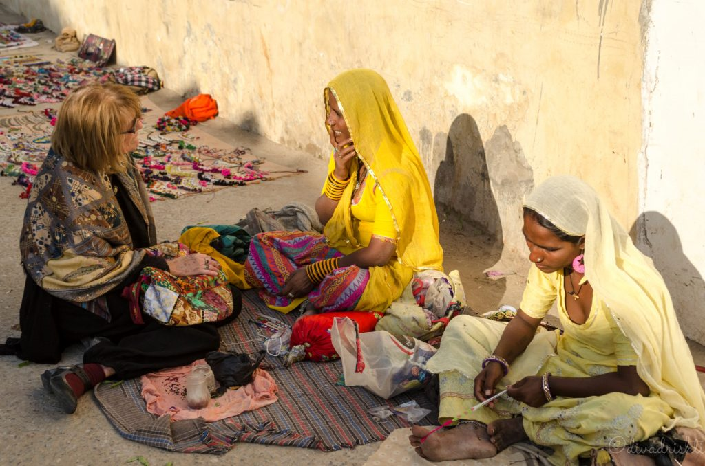 ladies chatting on the streets of pushkar